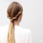 Замените вашу повседневную прическу на хвост с плетенками по бокам