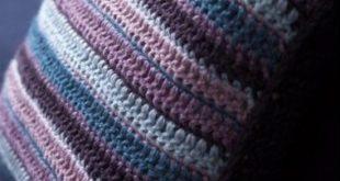 Вяжем полосатую подушку