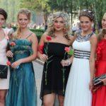Нарядная школота: как менялась мода на выпускное платье